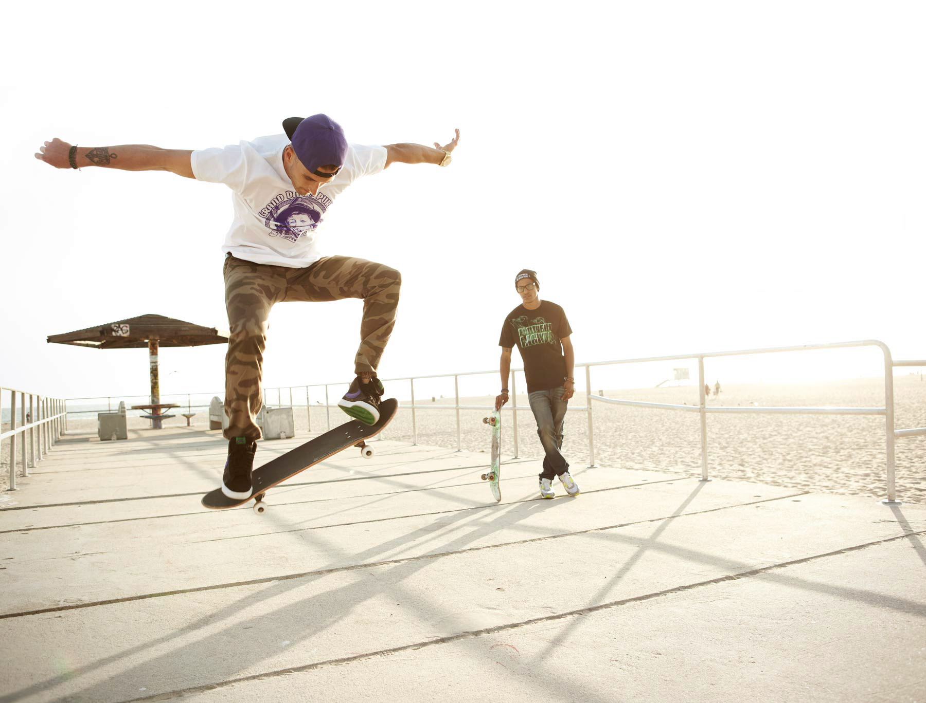 FF_Edgy_Beach_Lifestyle_Photographer_Los_Angeles_California_Skater_Beach_Advertising_Photo_Skateboard_Sun_Flare_Mike_Henry_photo_Chicacgo_LA