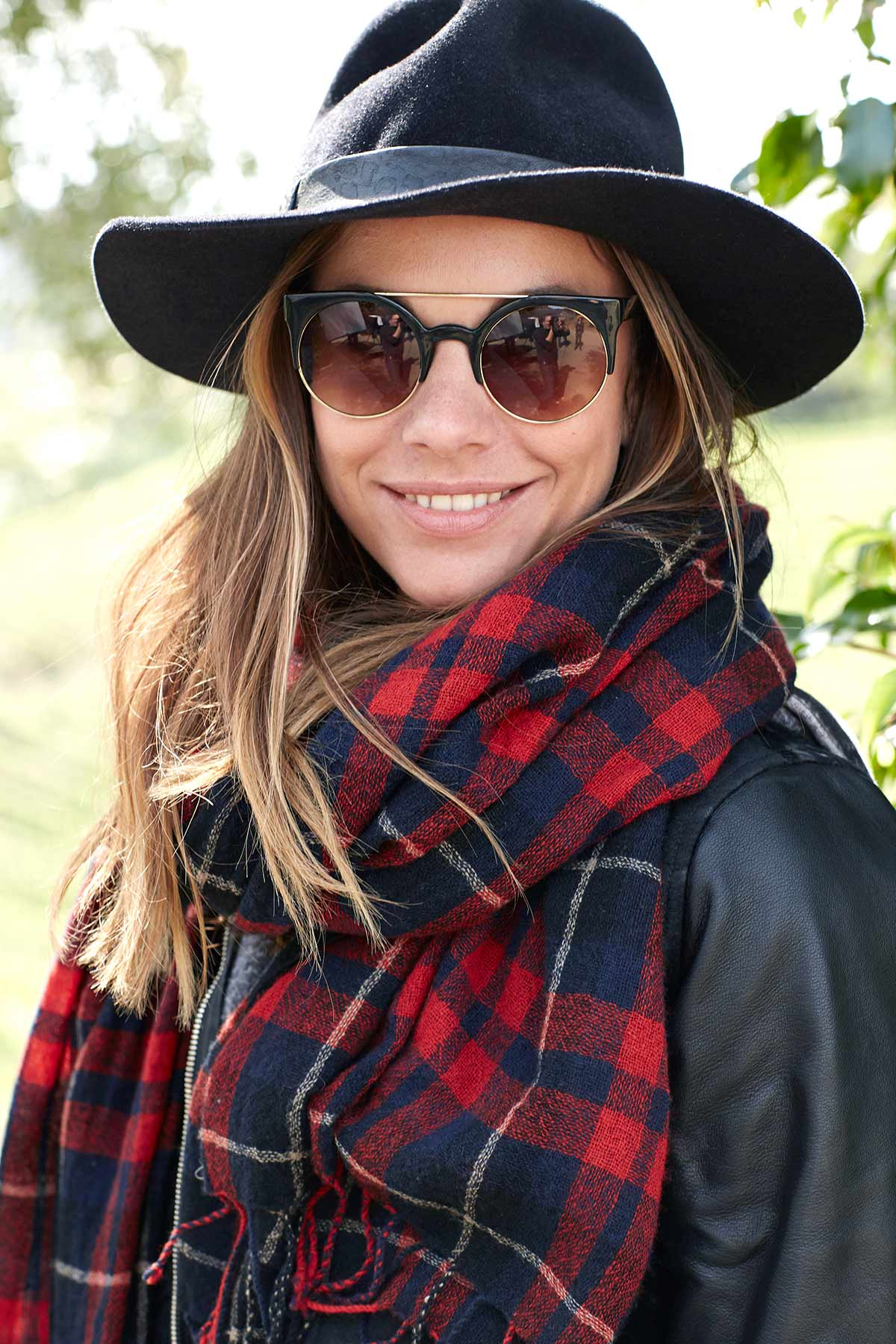 Lifestyle_Portrait_Advertising_Photographer_Los_Angeles_Chicago_Commerial_Photographer_Women_Sunglasses_Los_Angeles_Style_Cool_Young_Woman_Hat_Glasses_Scarf_Hipster_Mike_Henry_Photography_II