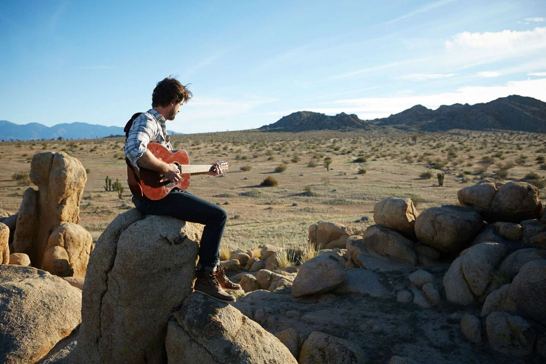 desert_Lifestyle_Advertising_Photographer_Chicago_Los_Angeles_Man_Hipster_Millenial_Playing_Guitar_Desert_Landscape_Mike_Henry_Photo